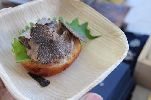zuma 西京味噌味のパンに和牛タルタルのトリュフ添え